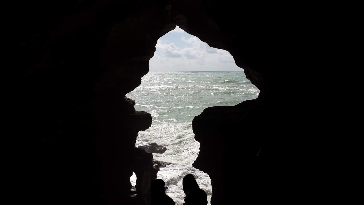 Parte da gruta foi reconstruida mas é um ponto turístico em Tanger que vale a pena conhecer !
