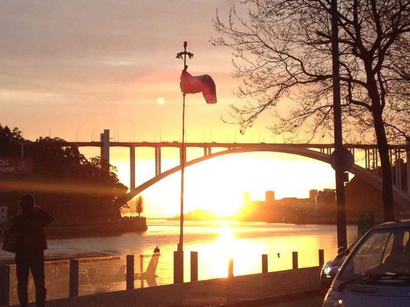 Porto nos recebe com um maravilhoso por do sol !