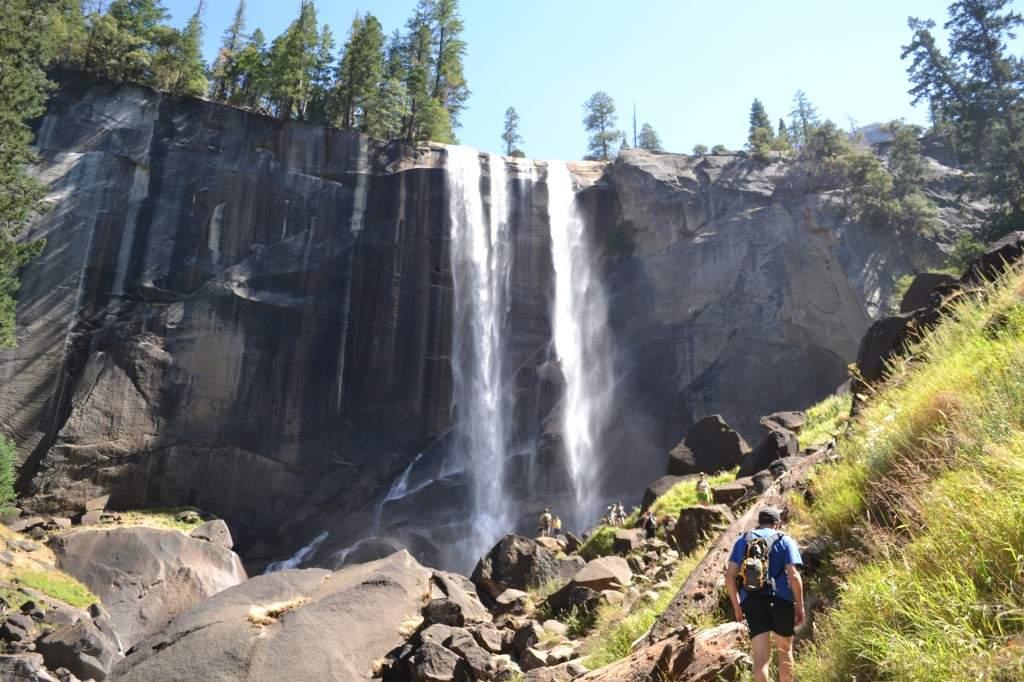 Visão da primeira cachoeira da trilha, Vernal Falls, com os seus 96 metros de pura beleza.