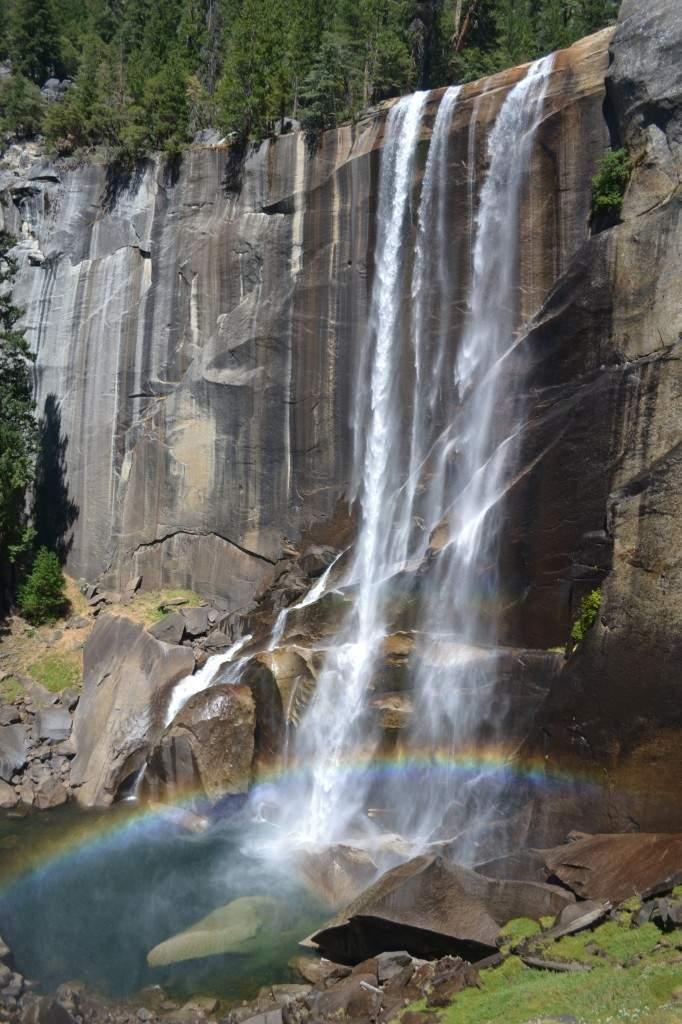 Vernal Falls vista de lado. Olha esse arco-íris!