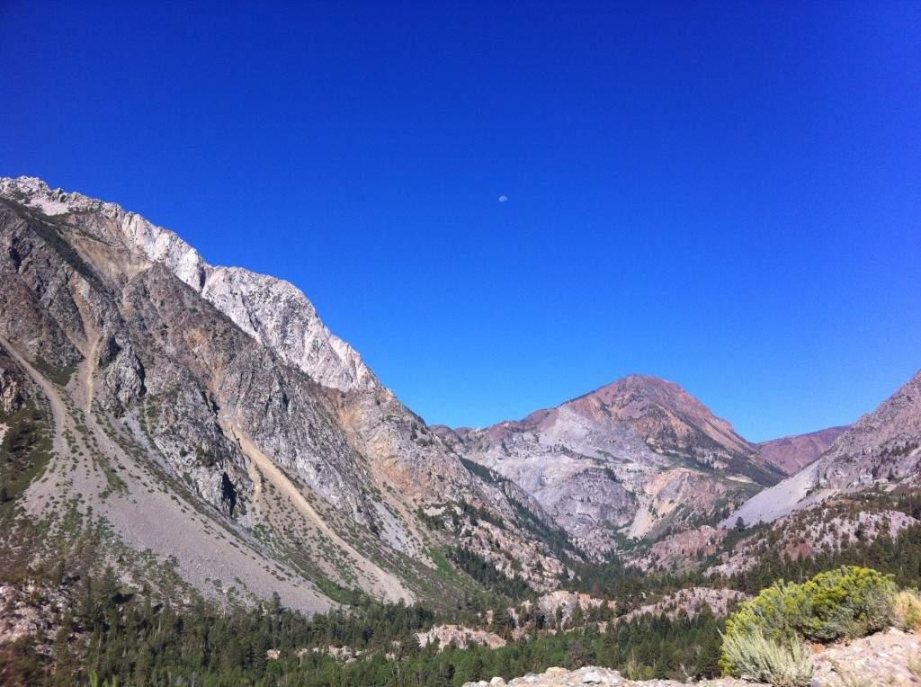 Foto tirada na estrada poucos minutos antes da chegada ao Parque Nacional de Yosemite, Califórnia, em Agosto de 2013.