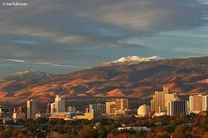 Downtown em Reno, Nevada. Foto tirada por Jow Furhman.