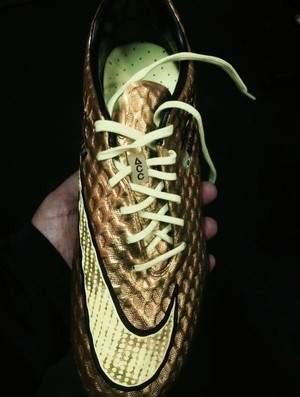 Chuteira da Nike criada exclusivamente para Neymar usar nas oitavas de finais