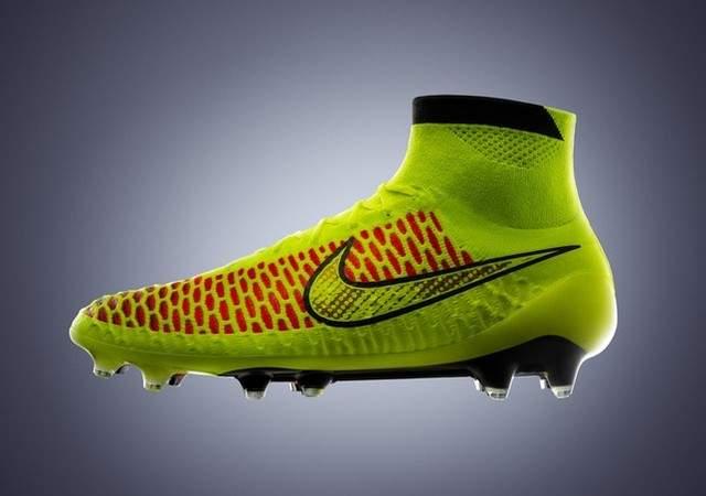 Andrés Iniesta, da Espanha, Mario Götze, da Alemanha, e os brasileiros Thiago Silva e David Luiz , foram os escolhidos para o lançamento da Nike