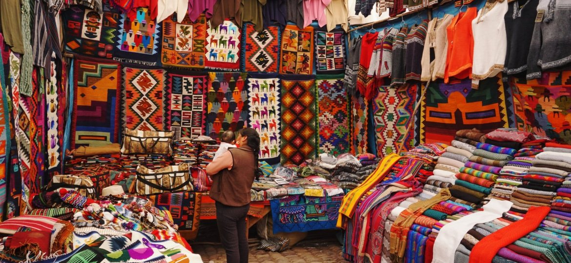 Mercado Peru -Photo by Peter Livesey on Unsplash