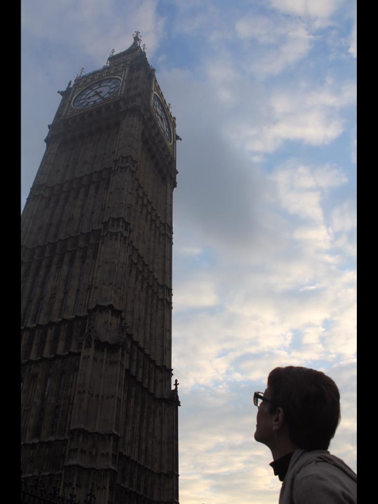 A Viajante Mãe carimbou o passaporte em Londres, a minha cidade preferida, e ficou sem palavras quando viu o Big Ben!
