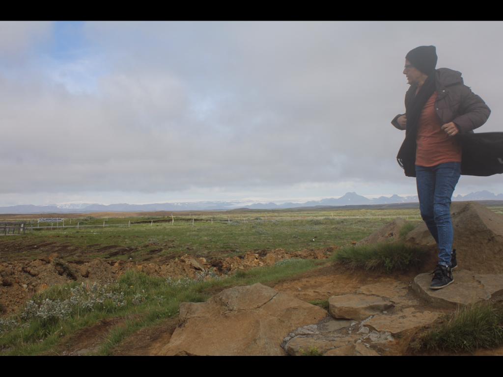 A Viajante Mãe carimbou o passaporte em Reykjavik, e ficou paralizada pelo frio, e pela enigmática paisagem da Islândia!