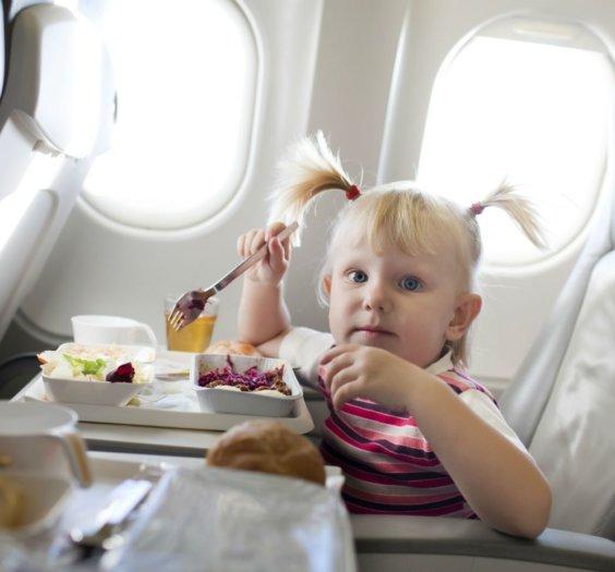 crianca aviao