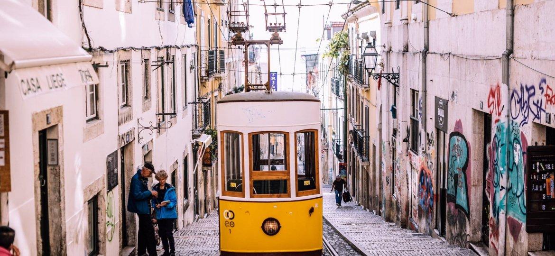 lisboa - portugal - robenson-gassant-VFzacj8JUzM-unsplash