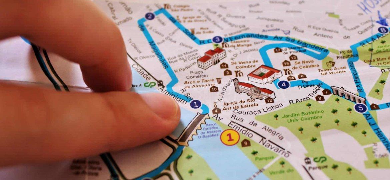 Vantagens e desvantagens de ter um roteiro de viagem