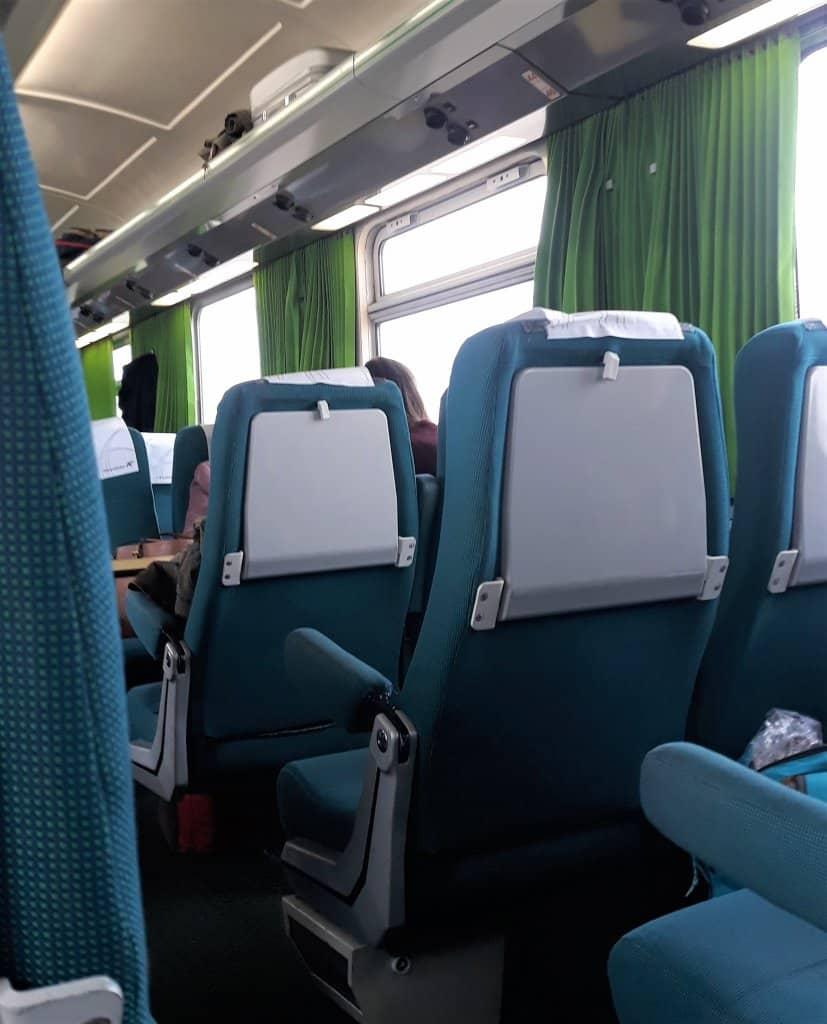 Assento em viagem de trem - EPM